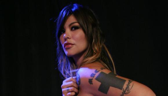 La modelo retorna al Perú con sus tres hijos.