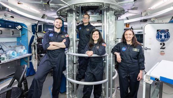 El equipo de HERA XIX completó el entrenamiento y está listo para una misión simulada de 45 días a Fobos. Los tripulantes son Barret Schlegelmilch, Christian Clark, Ana Mosquera y Julie Mason. (Foto: NASA)