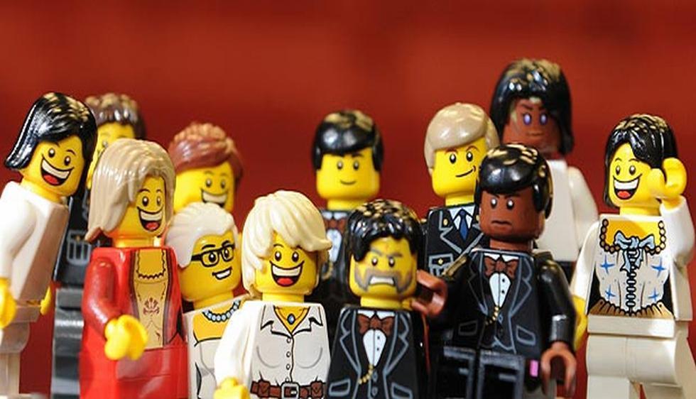 El 'selfie' tomado por Ellen DeGeneres durante la entrega del Oscar 2014 ha sido una de las imágenes más compartidas en las redes sociales. (img.thesun.co.uk)