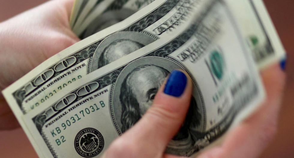 El dólar cerró en S/3.375 al final de la jornada.