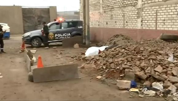 Se espera la llegada del fiscal de turno para proceder con el levantamiento del cadáver.(Captura: Captura RPP Noticias)