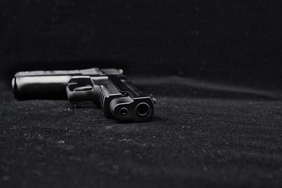 El padre del adolescente era propietario de dos pistolas de marcas Astra y Taurus. (Getty)