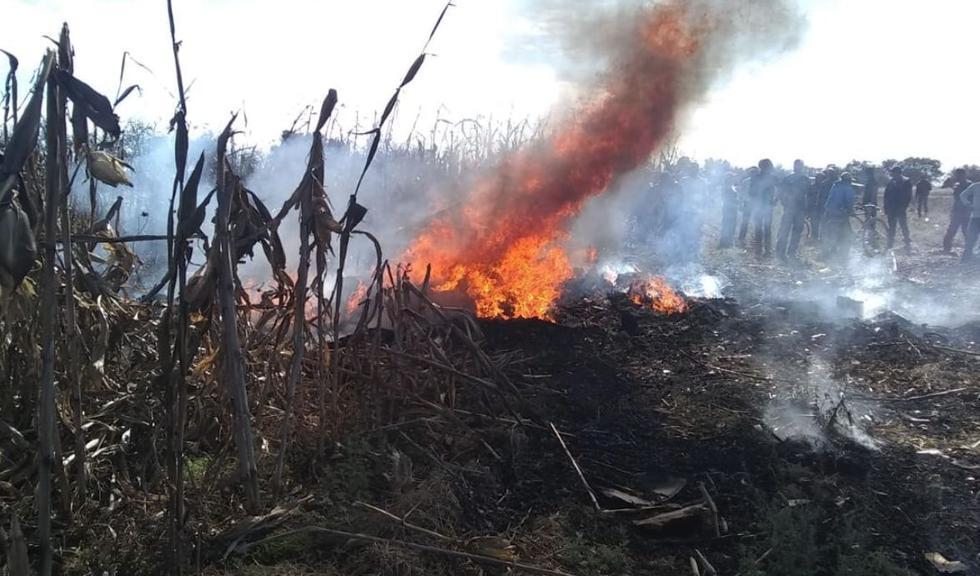 La aeronave se estrelló en un paraje del Cerro de la Chimenea del Chacuaco en Santa María Coronango. Al tocar tierra se incendió. (En el aire)
