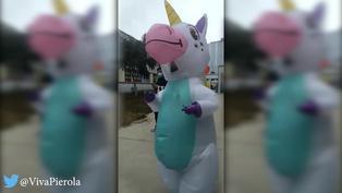Voto 2021: Joven llega a local de votación vestida de unicornio