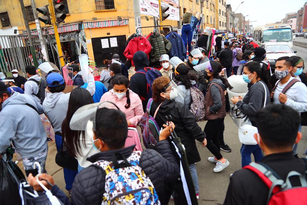 Los comerciantes informales volvieron a tomar los alrededores del emporio comercial de Gamarra, situado en el distrito de La Victoria. (Foto: HugoCurotto/ photo.gec)