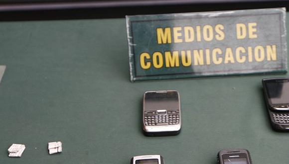 Un celular y tres chips fueron incautados. (Referencial/USI)