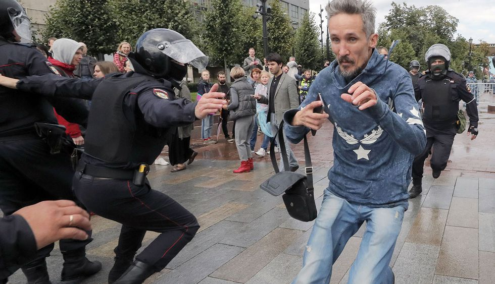 Las protestas opositoras en Moscú continúan tras la negativa de inscribir a candidatos de oposición a las elecciones municipales. (Foto: EFE)