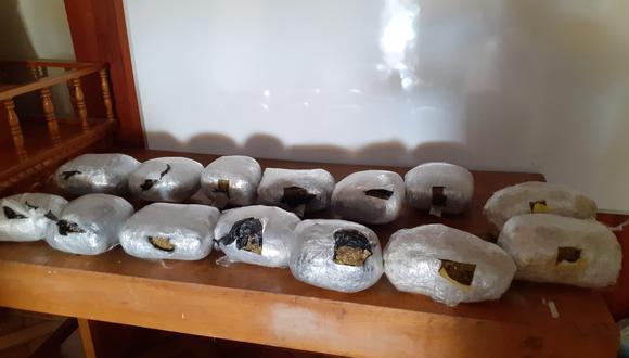 """Arequipa: capturan a integrantes de banda criminal """"Los encomenderos"""" con catorce kilos de marihuana (Foto: PNP)"""