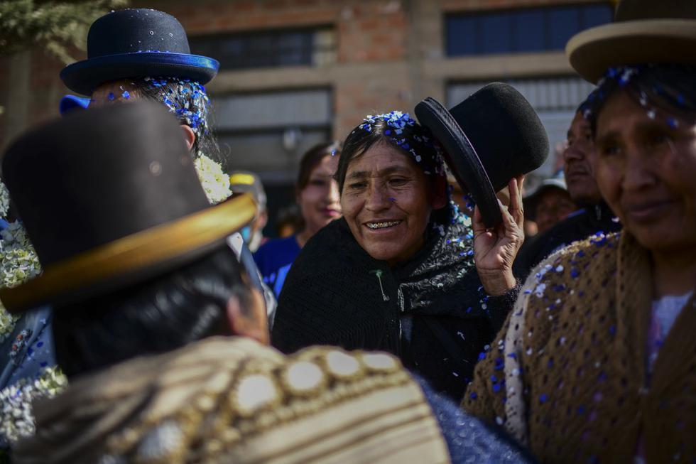 Imagen de simpatizantes de Luis Arce y Evo Morales celebrando en el barrio Senkata, localidad de El Alto, Bolivia. (Ronaldo SCHEMIDT / AFP).