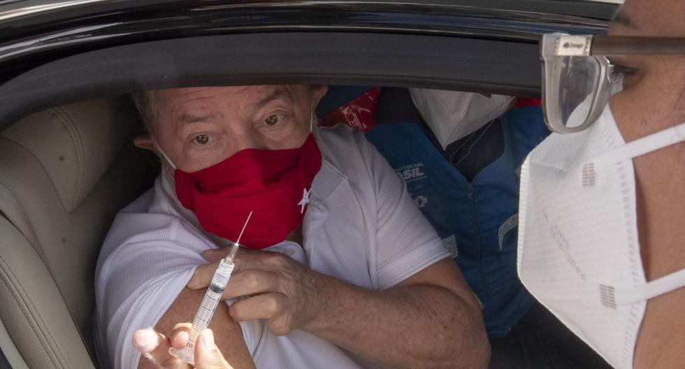 Archivo. El expresidente brasileño Lula da Silva recibe una dosis de la vacuna contra el coronavirus CoronaVac, en Sao Bernardo do Campo, cerca de Sao Paulo, Brasil, el 13 de marzo de 2021. (AP/Andre Penner).