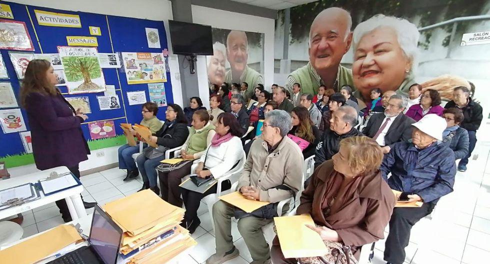 Existen varias iniciativas que permiten que los mayores de 65 años sigan trabajando. Una de estas pertenece a la Municipalidad de Santiago de Surco. (Difusión)