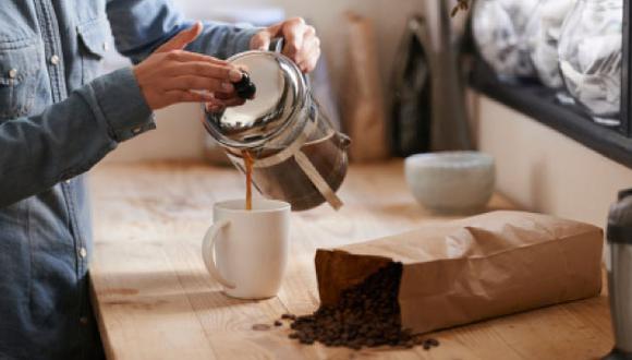 Se recomienda no excederse de las dos tazas de café diaria. (Getty)