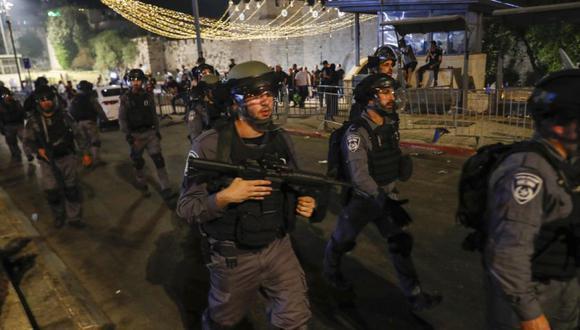 Jerusalén vive desde el inicio del mes sagrado musulmán de Ramadán, que termina este miércoles, un aumento de la tensión que reverbera en la bloqueada Gaza y Cisjordania ocupada. (EFE/EPA/ATEF SAFADI)