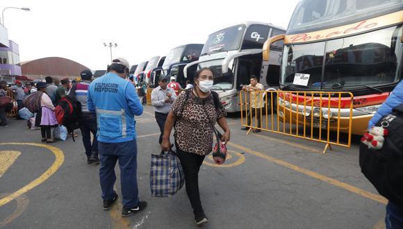 El ministro de Educación señaló que las empresas de transporte deben ajustar sus cronogramas de viaje para respetar el toque de queda. (Foto: GEC)