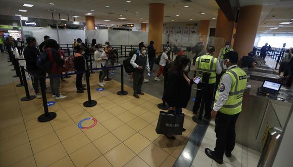Las autoridades vigilarán la llegada de pasajeros en el Aeropuerto Internacional Jorge Chávez. (Foto: Hugo Pérez / GEC)
