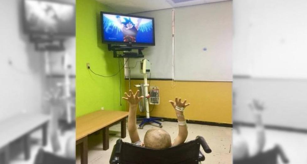 Gokú hacía una 'Genkidama' para vencer a Majin Boo, pero esta vez contaba con el apoyo de un niño del área de oncología pediátrica en el Hospital General Regional de la ciudad de Obregón (México). (Facebook @cesar.leyvamora)