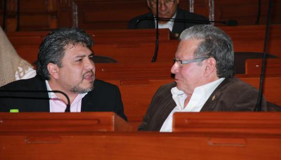 Castagnino (der.) negó que Valencia (izq.) o sus asesores hayan recogido su firma para el informe en minoría. (Difusión)