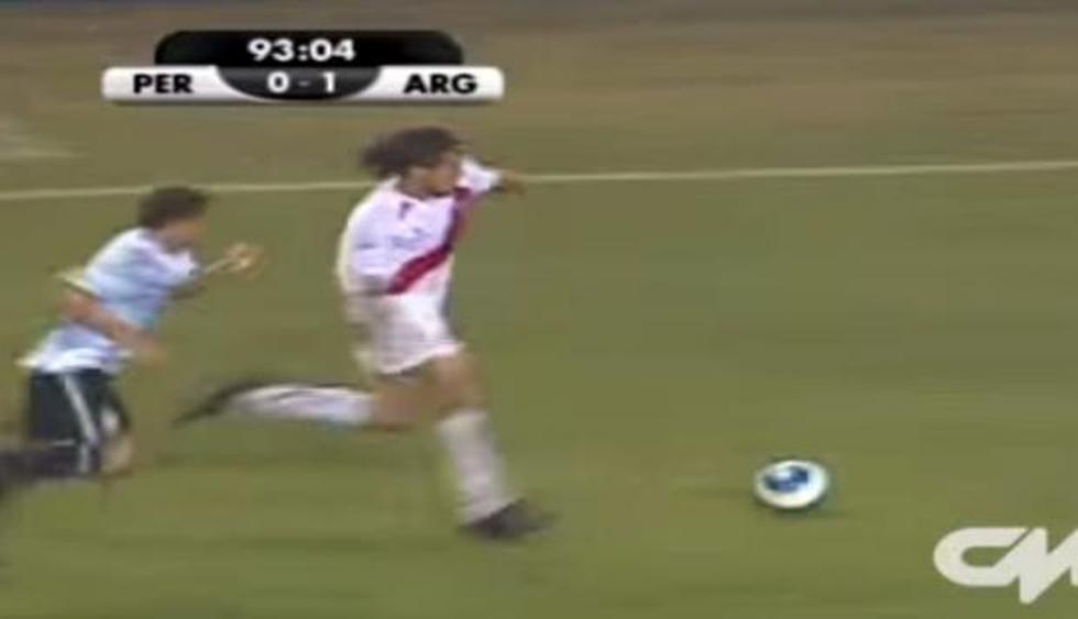El fútbol peruano está de duelo. Daniel Peredo, uno de los comentaristas deportivos más conocidos del medio local ha fallecido este lunes tras sufrir un paro cardiaco. (Captura de video)