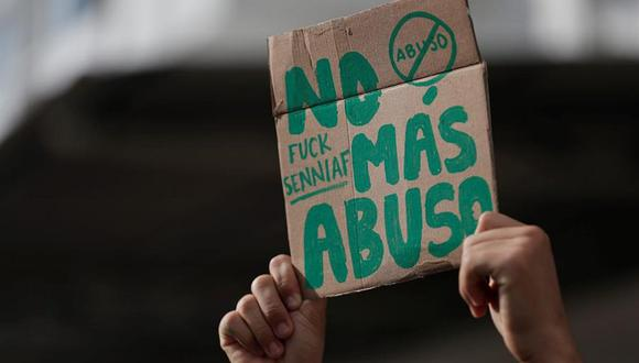 El miércoles 17 un grupo de ciudadanos salío a protestar por los casos de abuso a menores ocurridos en albergues. (Foto: EFE/Bienvenido Velasco)