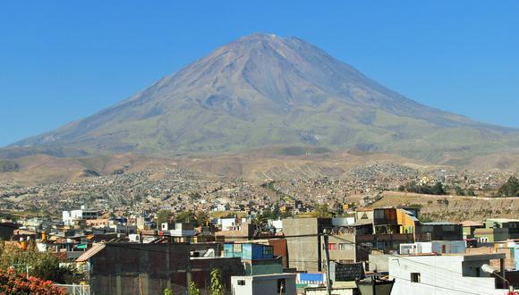 En la actualidad, señala el IGP, el Misti es considerado un volcán de alto peligro debido a su cercanía a la ciudad de Arequipa, a escasos 17 km en línea recta.  (Foto IGP)