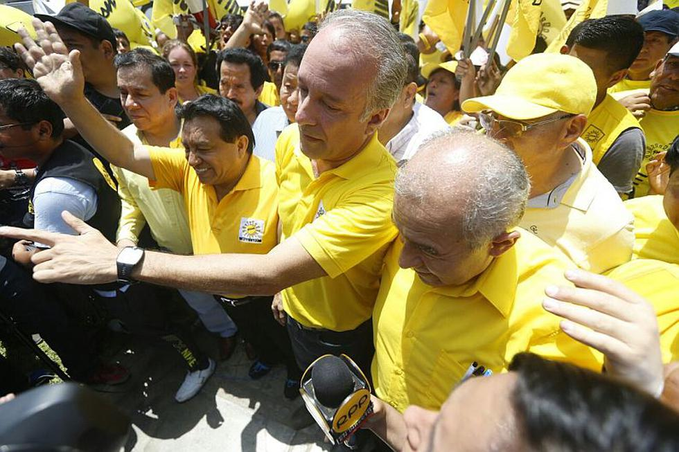 Candidato de Solidaridad Nacional Nano Guerra García inscribió su plancha presidencial. (Mario Zapata)