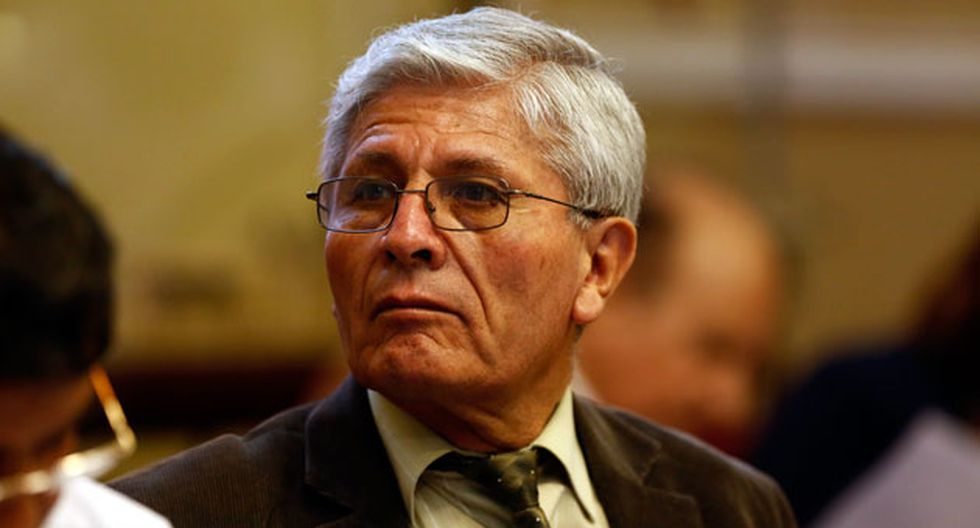 Jorge Castro responde al otro bloque de su bancada (USI).