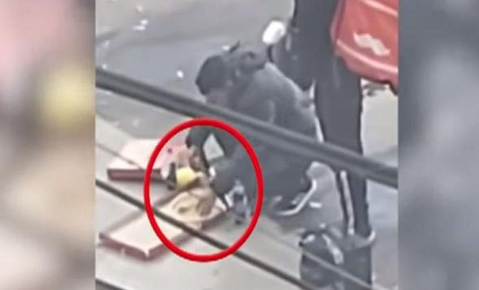 Trabajadores captados comiendo pizza fueron separados de la empresa.