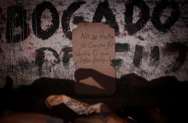 El mensaje encontrado cerca del cadáver del hombre en San Juan de Lurigancho. (Foto : César Grados / @photo.gec)