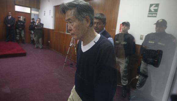 Alberto Fujimori se presentó con vestimenta informal durante la diligencia en la Diroes. (Mario Zapata)