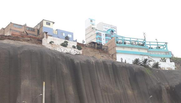 Un sector de los acantilados de la Costa Verde sufrió un deslizamiento de piedras y tierra hace unos días. (Difusión)