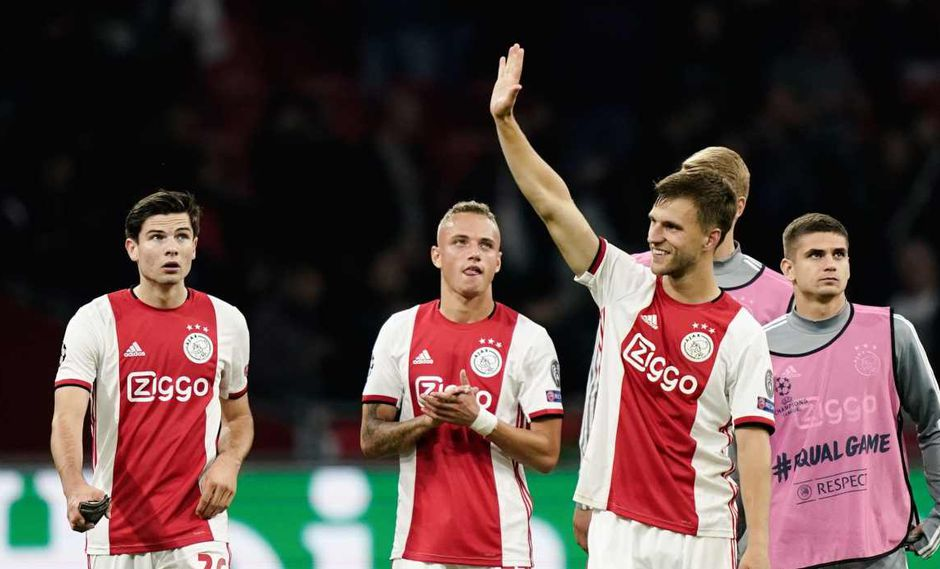 Ajax vs. PSV se miden en la Eredivisie. (Foto: AFP)