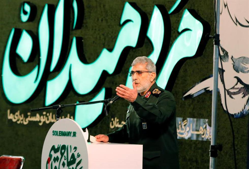 """Irán aseguró este viernes que la vía de la resistencia """"no cambiará"""" pese al asesinato hace un año del comandante de la Guardia Revolucionaria, Qasem Soleimani, y que Estados Unidos debe esperar más acciones de represalia por su crimen. En la foto, el comandante de la fuerza Quds del cuerpo de guardias revolucionarios iraníes, Esmail Ghaani, pronuncia un discurso en la ceremonia del primer aniversario de la muerte de Qasem Soleimani en Teherán, Irán. (Texto: EFE / Foto: EFE/EPA/ABEDIN TAHERKENAREH)"""
