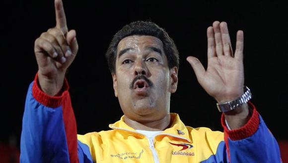 Nicolás Maduro alega que el mal momento es por conspiraciones de sus rivales políticos. (AP)
